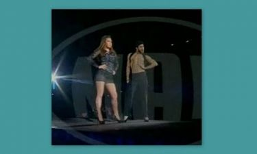 Madwalk: Η sexy Παπαρίζου και οι χορευτές με τις γόβες