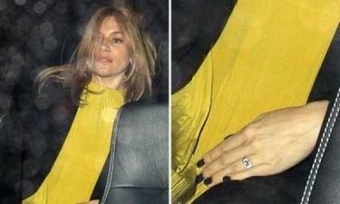 Αρραβωνιάστηκε η Sienna Miller;