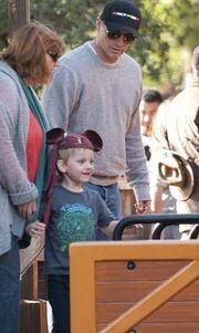 Ο Matt LeBlanc παίζει στην Disneyland