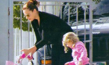 Το ροζ ποδήλατο της Αναστασίας και τα χάδια στον Ρουβά Junior