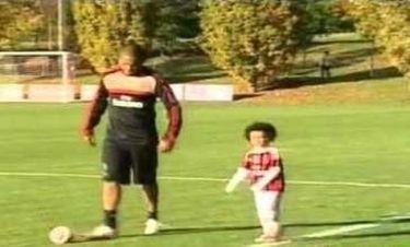 Ρομπίνιο: Παιχνίδια με τον γιο του