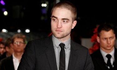Robert Pattinson: Με ξυρισμένο κεφάλι στην πρεμιέρα του Bel Ami