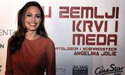 Angelina Jolie: Μπορεί και χωρίς τον Brad Pitt!