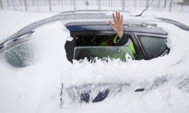 Έζησε 2 μήνες παγιδευμένος σε αμάξι κάτω από χιόνι