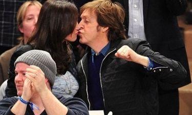 Paul McCartney – Nancy Shevell: Έτσι παρακολουθούν έναν… αγώνα μπάσκετ
