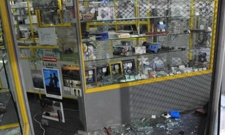 Σύλληψη δύο νεαρών για λεηλασίες στα επεισόδια της Αθήνας