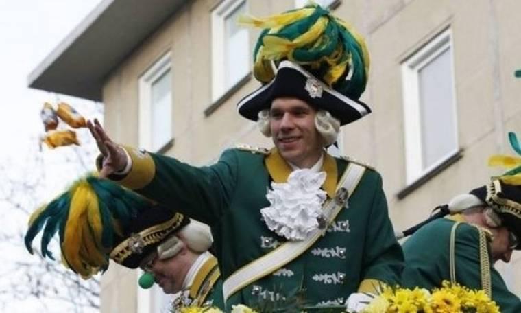 Ο Λούκας Ποντόλσκι στο… καρναβάλι της Κολονίας