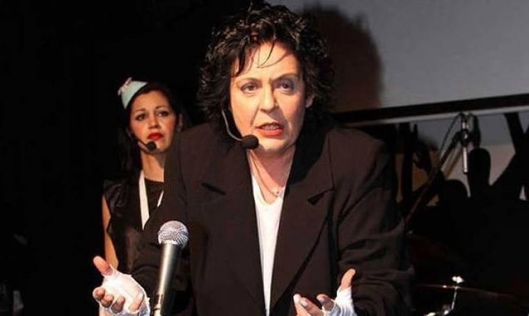Λιάνα Κανέλλη – Καυτηριάζοντας με μουσική υπόκρουση