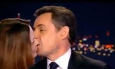 Απολύθηκε για το φιλί Σαρκοζί-Κάρλα