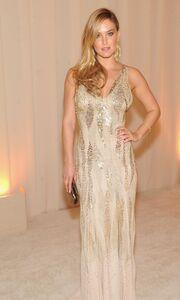 Alessandra Ambrosio – Kourtney Kardashian: Με φουσκωμένες κοιλιές στα πάρτι των Oscars