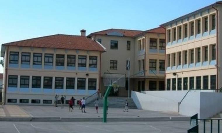 Τα ελληνόπουλα αφήνουν το σχολείο για να δουλέψουν