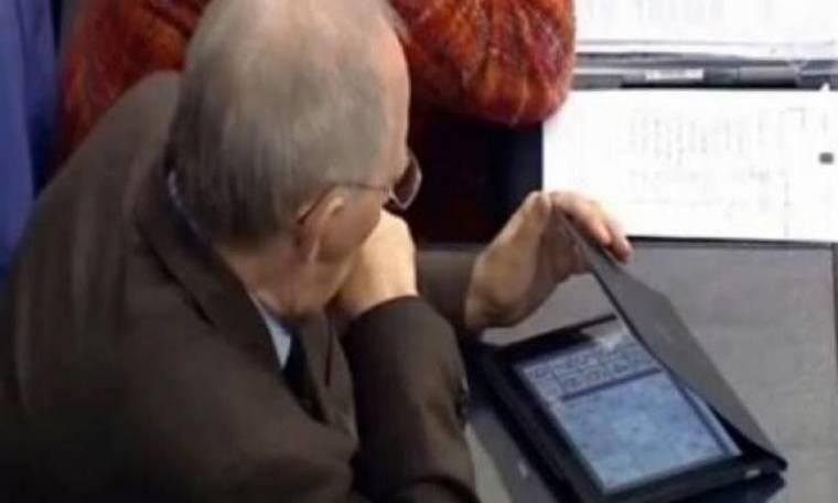 Όταν η Μέρκελ μίλαγε ο Σoίμπλε έπαιζε Sudoku