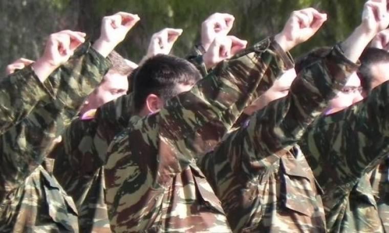 Στους 12 μήνες αυξάνεται η στρατιωτική θητεία