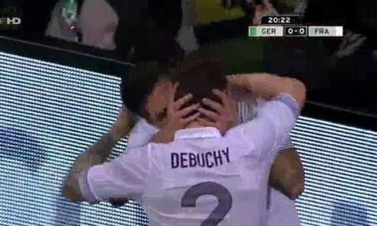 Ποδοσφαιριστές φιλήθηκαν στο… στόμα!
