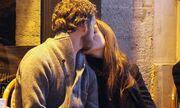 Τα δημόσια φιλιά της...