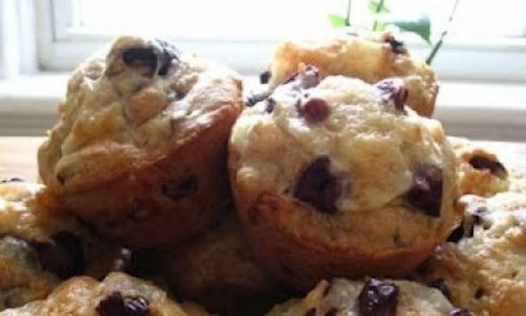 Ζεστά ψωμάκια με ελιά και φέτα