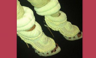 Ποια γνωστή κυρία έβαλε αυτά τα εκκεντρικά παπούτσια;