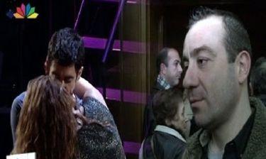 Η αντίδραση του Καλυβάτση για το καυτό φιλί Ψυχράμη-Μαρτάκη