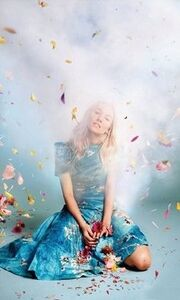 Sienna Miller: Λουλουδάτη και εγκυμονούσα