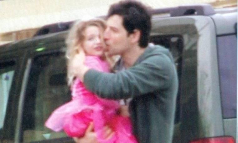 Το τρυφερό φιλί του Σάκη στην κόρη του