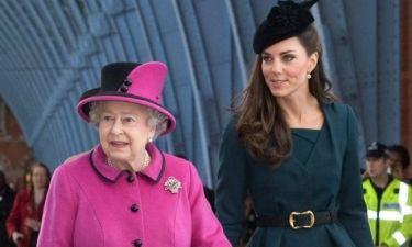 Η βόλτα της βασίλισσας Ελισάβετ με την Kate Middleton!
