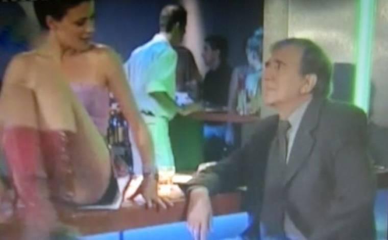 Video: Η Ζέτα Μακρυπούλια χορεύει ημίγυμνη πάνω στο μπαρ! (Nasos Blog)