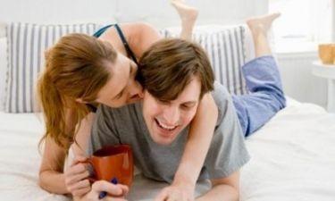 Έρευνα που μας αφορά όλους: το πρωινό σεξ πρέπει να αντικαθιστά τον πρωινό καφέ