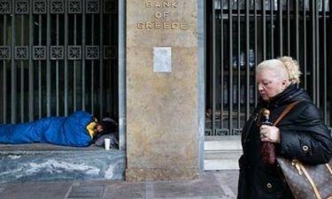 Guardian: Η Ελλάδα στο όριο της φτώχειας