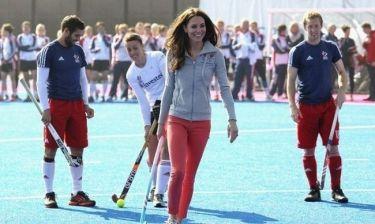 Όταν η Kate Middleton συνάντησε την ομάδα της Βρετανίας στο χόκεϊ (φωτό)