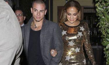 Η Jennifer Lopez απαντά στα σχόλια του μάνατζέρ της για τη σχέση της