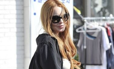 Lindsay Lohan: Σχεδιάζει να μείνει μέσα μέχρι να λήξει η αναστολή της