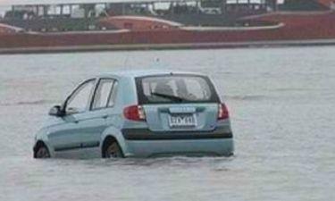 Έπεσαν με το αυτοκίνητο στην θάλασσα επειδή τους το είπε το GPS! (pic)