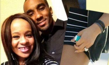 Η κόρη της Houston διαψεύδει τις φήμες αρραβώνα με τον θετό αδελφό της