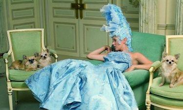 Η Kate Moss ως σύγχρονη Μαρία Αντουανέτα σε νέα της φωτογράφηση