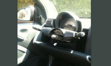 Πήγε να πάρει το αμάξι και της έλειπε το τιμόνι...