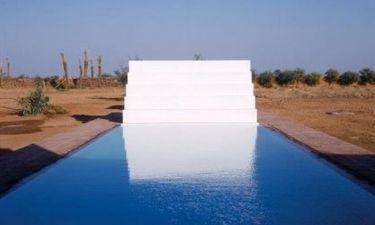 Μια πισίνα στη μέση της ερήμου