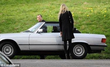 Νέα αγαπημένη για τον Jude Law; (φωτό)