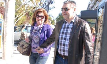 Μοιραράκη-Κοντούλης: Χέρι-χέρι για καφέ στη Γλυφάδα