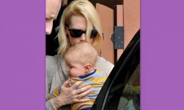 January Jones: Μια τρυφερή αγκαλιά για το μωράκι της