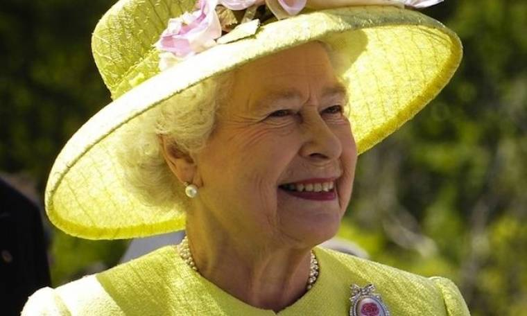 O τρόμος του να ντύνεις τη Βασίλισσα Ελισάβετ
