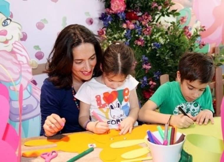 Νόνη Δούνια: Μια μέρα αφιερωμένη στα παιδιά της
