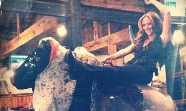 Η Jennifer Love Hewitt και ο μηχανικός ταύρος