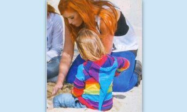 Σίσσυ Χρηστίδου: Παιχνίδια στην παραλία με τον γιο της