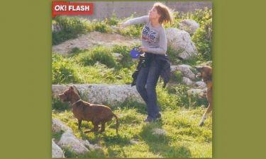 Σια Κοσιώνη: Πρωινά παιχνίδια με το σκύλο της