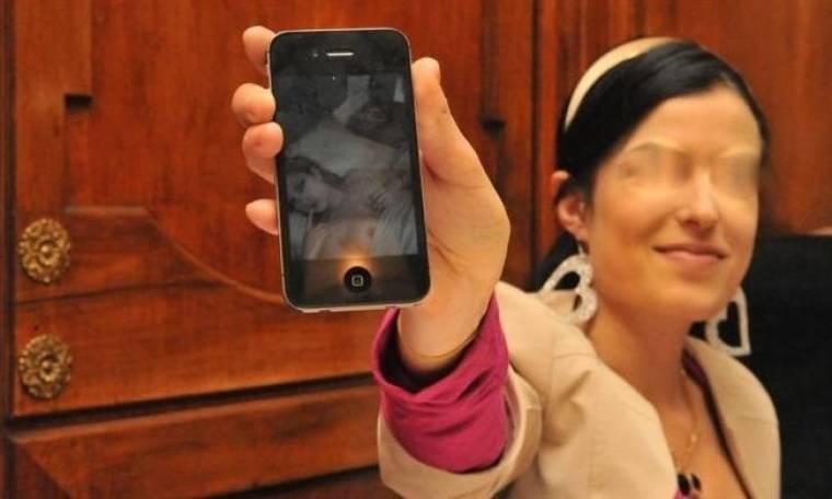 Φωτό Σοκ: Παρουσιάστρια «έγραψε» στο I-phone ερωτική συνεύρεση και την δείχνει!!!! (1)(Nassos blog)