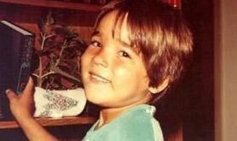 Αναγνωρίζετε το παιδάκι της φωτογραφίας;