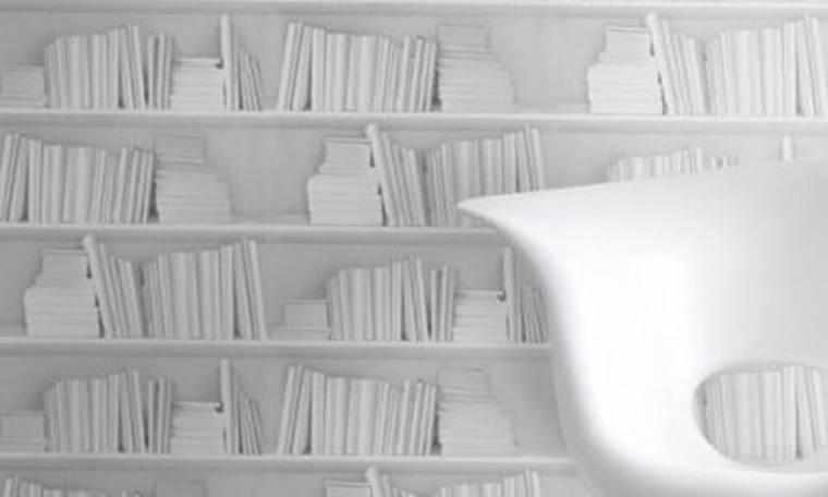 Κόλλα τα βιβλία στον τοίχο