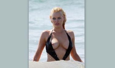 Φωτό: Η Σέξι ηθοποιός…το λάθος μαγιό και το στήθος που βγήκε παγανιά!!! (Nassos blog)