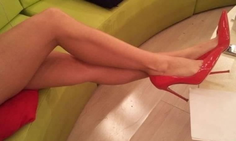Τα καλλίγραμμα πόδια Ελληνίδας παρουσιάστριας