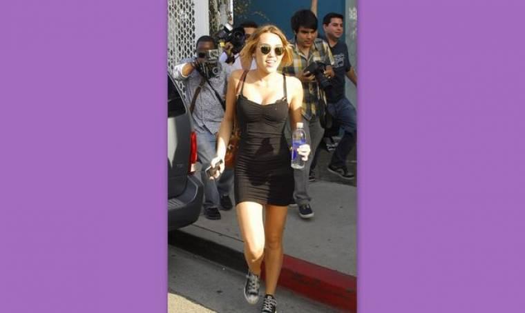 Η Miley Cyrus με το κατάλληλο ντύσιμο για… pilates